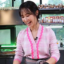 권유리(소녀시대 유리), 웹예능 '유리한 식탁'으로 입증한 예능감+요리 실력! '재능 부자'