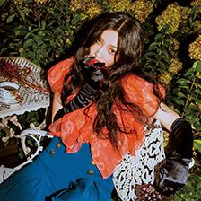 레드벨벳 조이, 밤의 숲에서 찍은 매혹적인 화보 공개